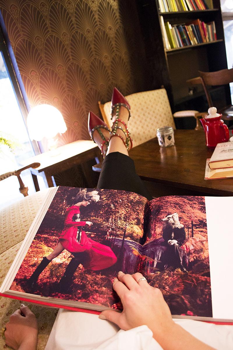 Giulia de martin behind my glsses blog valentino pumps vogue book