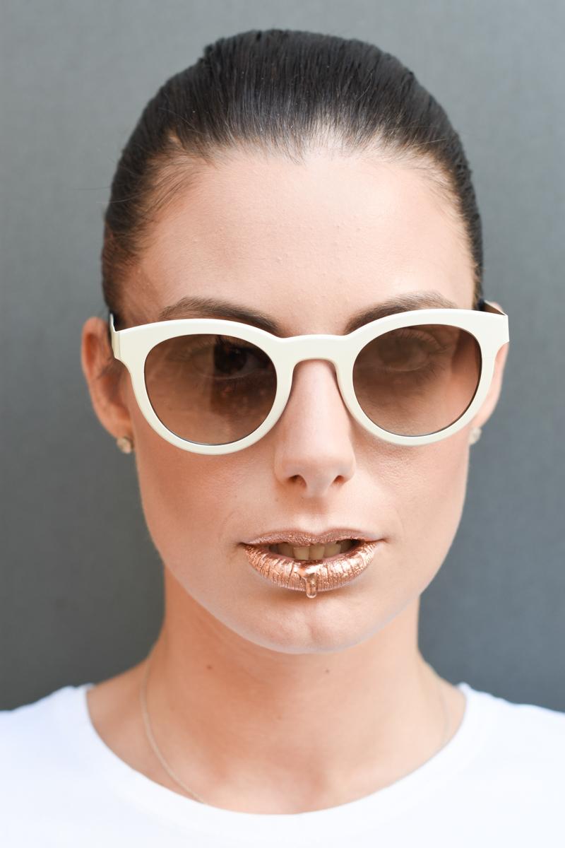 giulia-de-martin-blackfin-black-fin-eyewear-sunglasses-bronze-summer-lips-behindmyglasses-blog-white-tshirt-11