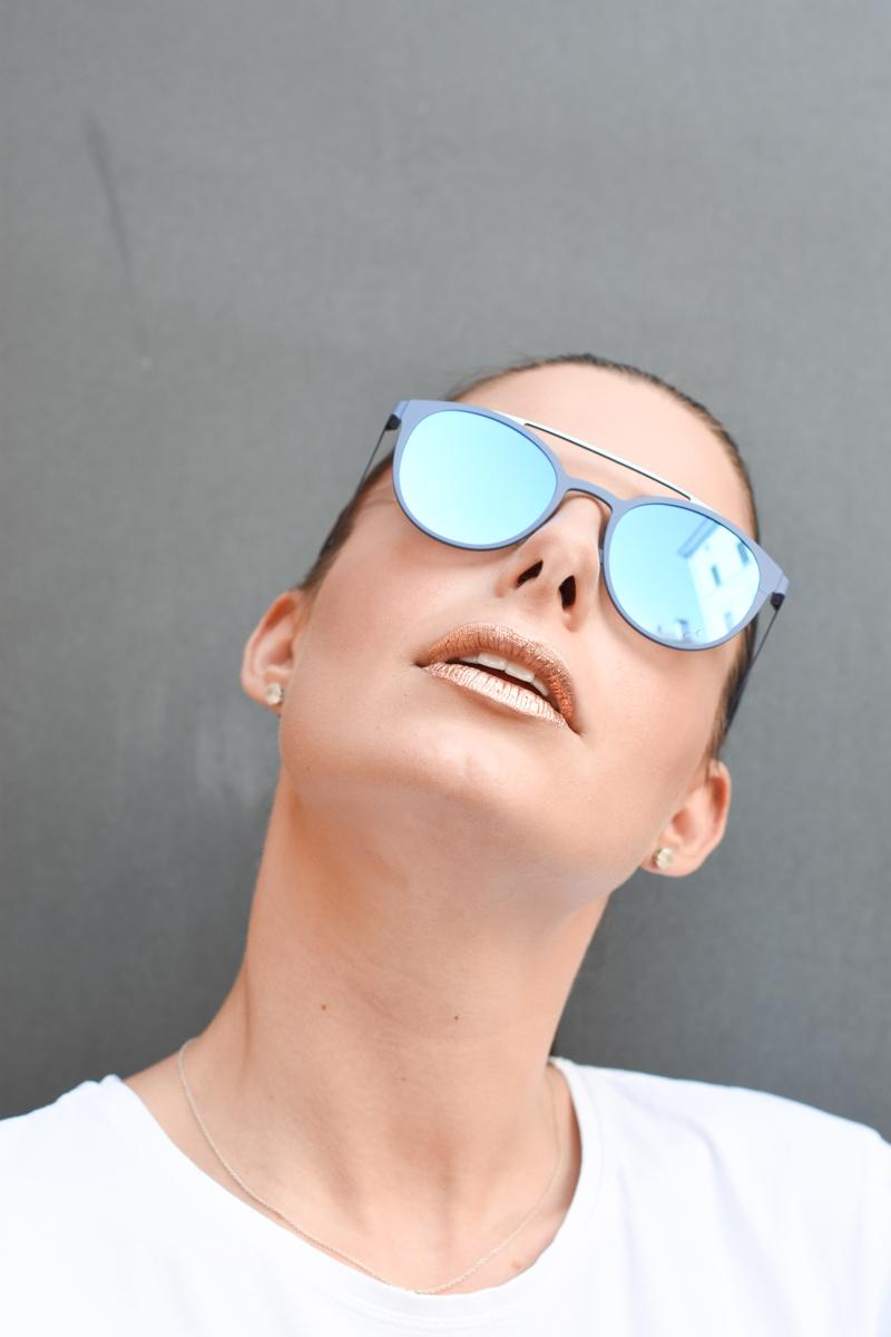 giulia-de-martin-blackfin-black-fin-eyewear-sunglasses-bronze-summer-lips-behindmyglasses-blog-white-tshirt-2