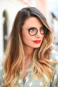 Giulia-de-martin-naoned-eyeglasses-black-cat-eye-blog-eyewear-behind-my-glasses-influncer-blog
